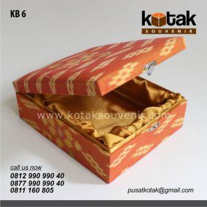 kotak beludru batik premium