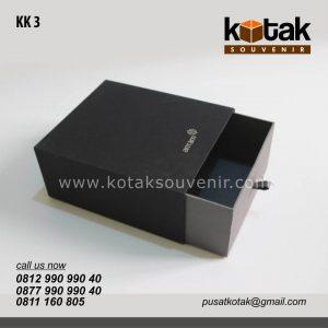 kotak kado hitam elegan