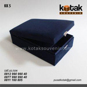 kotak kado biru premium