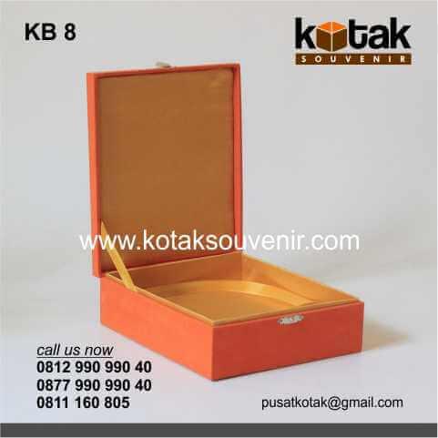 Kotak Beludru Oranye Emas Eksklusif